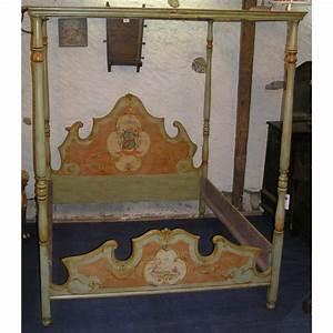 Lit A Baldaquin En Bois : lit baldaquin en bois peint sur moinat sa antiquit s ~ Teatrodelosmanantiales.com Idées de Décoration