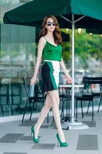 Ngọc Trinh khoe làn da trắng nón nã dưới nắng khi dạo phố
