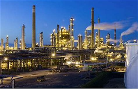 Oil Tank at New Jersey Refinery Leaks Millions of Gallons ...