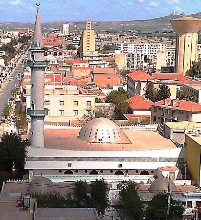 Mosquée Ahamid Benbadis - Commune de Chelghoum Laid (Français)