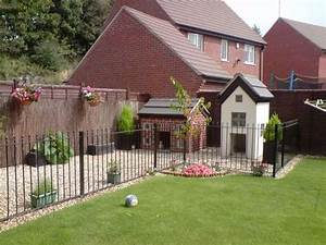 Gardens for dogs and outdoor dog kennel on pinterest for Dog house and run