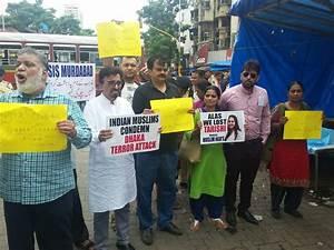 Mumbai Muslims Protest & Condemn Dhaka Terror Attacks ...