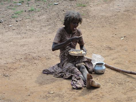 File:Poor woman in Parambikkulam, India.jpg - Wikimedia