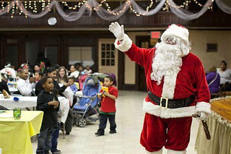 santa kicks  bismarck christmas season  kirkwood mall
