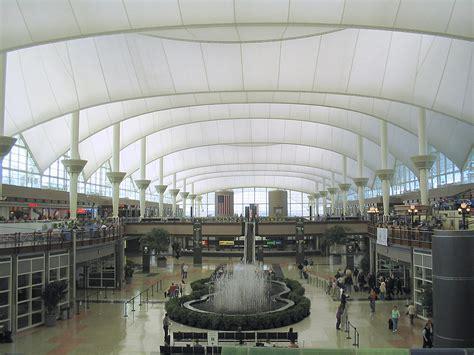 File:Denver International Airport terminal.jpg - Wikimedia ...