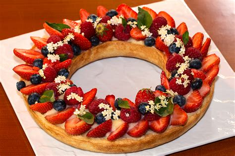 cuisine grand chef tarte couronne aux fruits rouges à la crème au basilic