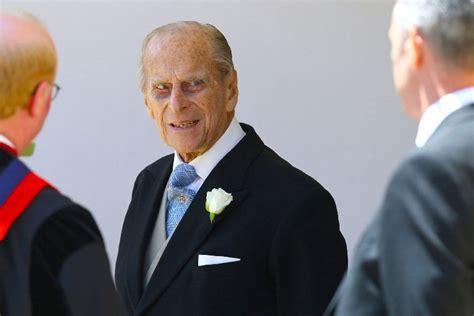 Felipe de edimburgo — saltar a navegación, búsqueda felipe mountbatten windsor duque de edimburgo s.a.r. Príncipe Philip, marido da rainha Elizabeth II, se envolve ...