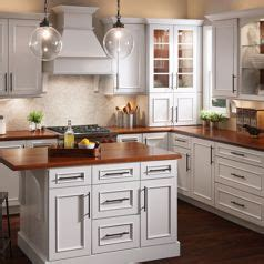 lowes kraftmaid kitchen cabinets shop kraftmaid cabinets at lowe s 7273