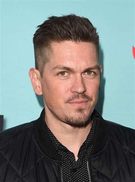 Steve Howey 2020: Wife, net worth, tattoos, smoking & body ...