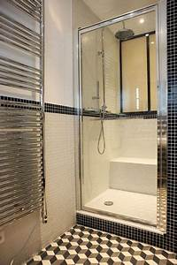 petite salle de bain moderne avec douche en noir et blanc With petit salle de bain moderne