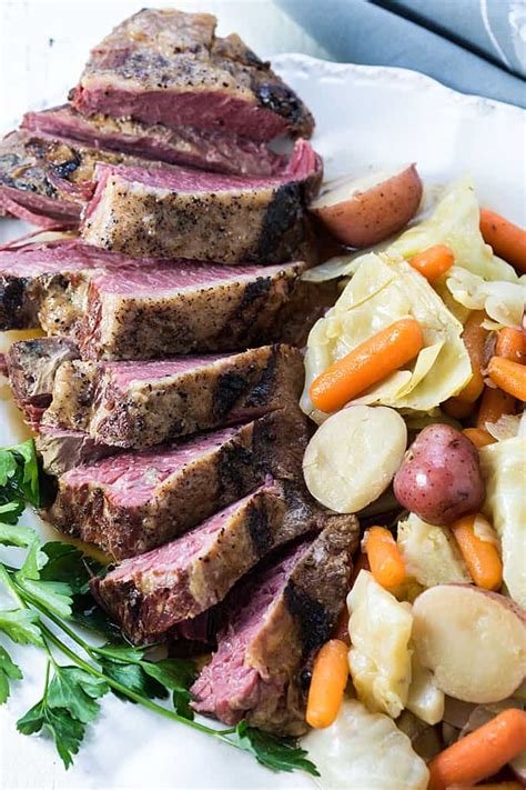 In this instant pot corned beef recipe you've got a huge chunk of tasty meat in the fraction of time! Corned Beef And Cabbage Instant Pot Slow Cook / Instant Pot Corned Beef & Cabbage is made with ...