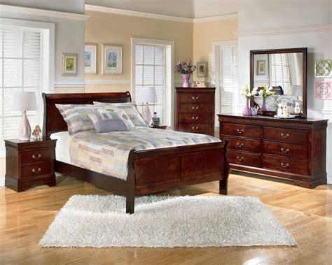 alisdair sleigh bedroom set  dark brown
