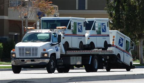 New Llv Postal Vehicle by Could The Usps New 6 Billion Delivery Fleet Go Hybrid