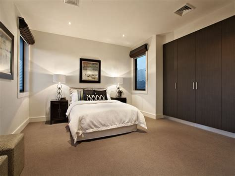 wohnideen schlafzimmer grn modern bedroom design idea with carpet built in wardrobe using brown colours bedroom photo