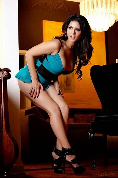 Sunny Leone Wallpapers Strip Hq Getting Spicy