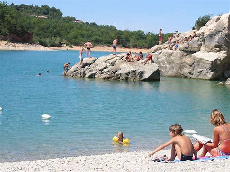 chambre d hote avec piscine photo plage du lac de sainte croix à bauduen en verdon