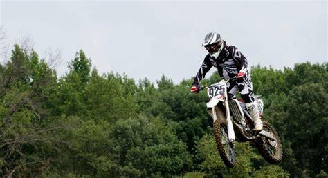 how to jump a motocross bike girls jumping dirt bikes www pixshark com images