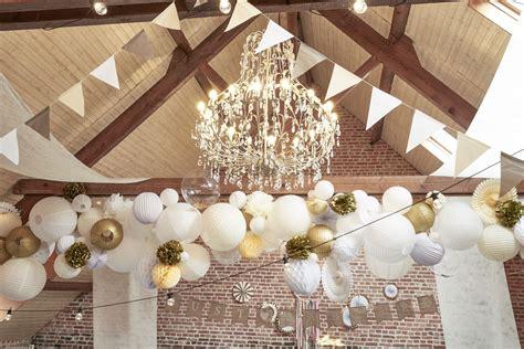 decoration plafond salle mariage champetre grappe de