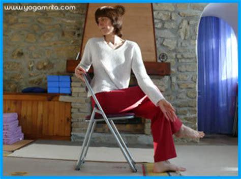 au bureau matsyendrasana sur une chaise torsion vert 233 brale sant 233 pleine