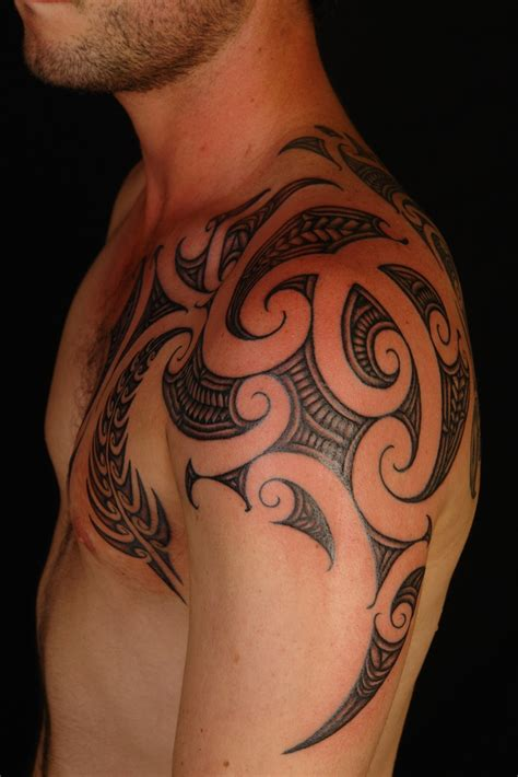 classy maori shoulder tattoos