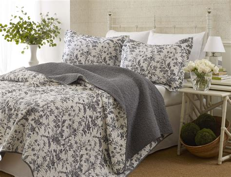 Black Quilts And Coverlets by Amberley Quilt Set King Black