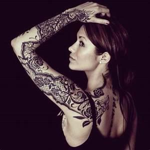 Tatouage Bras Complet Femme : tatouage dentelle avant bras femme ~ Melissatoandfro.com Idées de Décoration