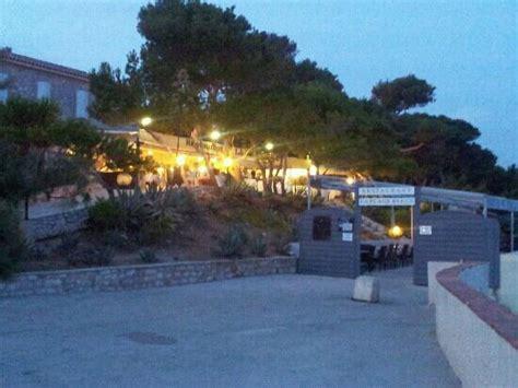 restaurant la cuisine cassis 駐車場から臨むレストランの外観 picture of restaurant la presqu 39 ile