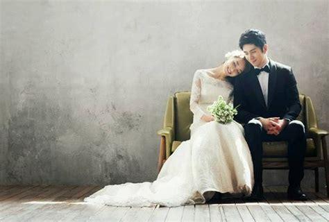 pose foto pre wedding romantis unik  lucu