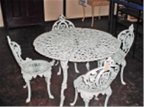 vintage cast iron patio set table is 26 quot x 39 quot four