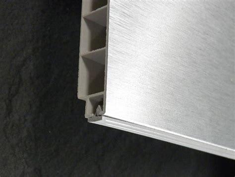 led sous meuble cuisine socles alu finition de cuisine pas chère socle alu h16 5