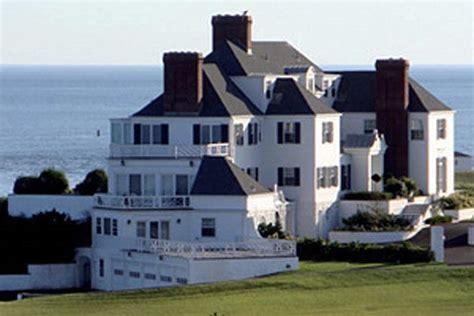 Taylor Swift Buys  Million Rhode Island Mansion … In Cash