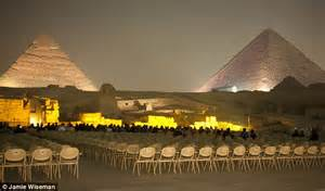 Egypt protests: Tourists deserting pyramids show what a ...