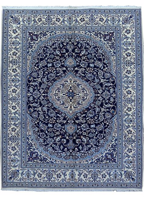 tapis noue main nain bleu de la collection unamourdetapis