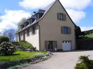 Chambres D Hotes A Salers Dans Le Cantal by Chambre D H 244 Tes Le Jardin Du Haut Mouriol 9013 224 Salers