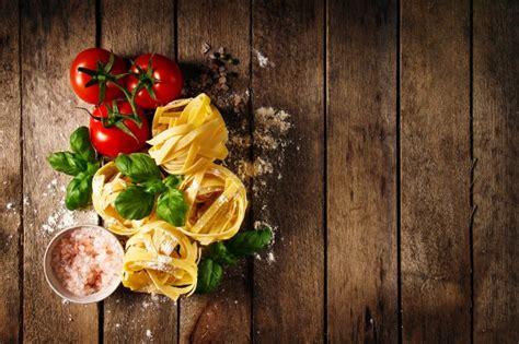 comment cuisiner les tomates tagliatelles vecteurs et photos gratuites