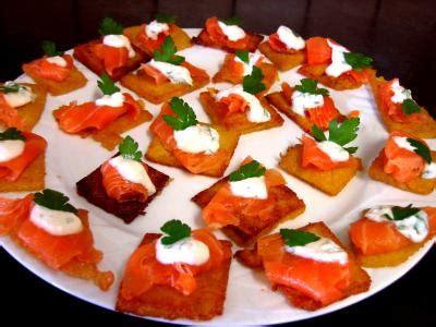 canapé au saumon fumé canapés de polenta au saumon fumé supertoinette la