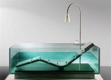 badewanne aus glas freistehende badewanne blickfang und luxus im badezimmer