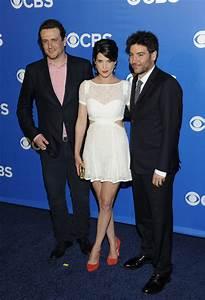 Cobie Smulders and Josh Radnor Photos Photos - CBS Upfront ...