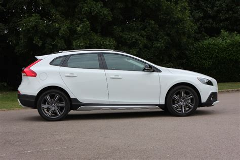 Review Volvo V40 Cross Country by Volvo V40 Cross Country Review 2013 Parkers
