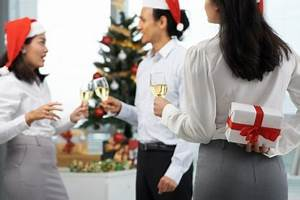 What to Give to Your Boss and Co workers for the Holidays