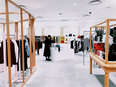 minimalism  retail design designcurial