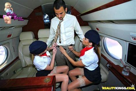 Aeromoças gostosas fudendo dentro do avião - Fada do Sexo
