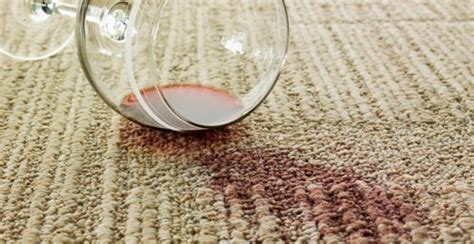 10 astuces pour enlever une tache de vin cocktail