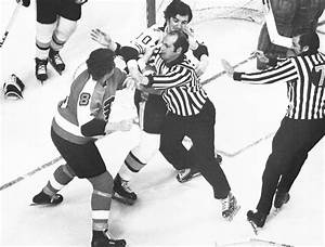 Bye, bye Broad Street Bullies? Flyers don't have a fight ...