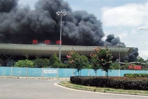 长沙黎圫一排物流仓库起火 现场传出爆炸声[图]-搜狐大连