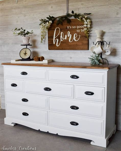 The Epitome of Farmhouse Style : White and Wood Dresser ...