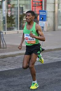 File:Haile Gebrselassie at Vienna City Marathon 2011.jpg ...