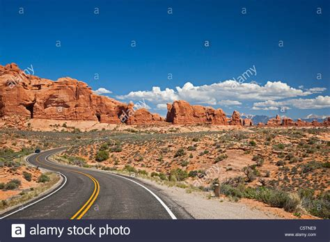 Usa Utah Arches National Park Road To The Windows