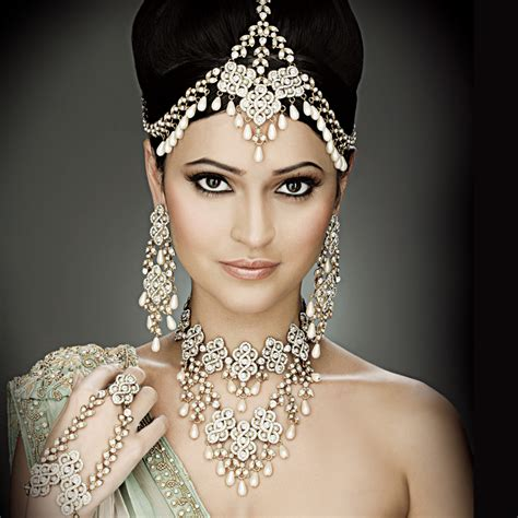 top fashion indian bridal hairstyles