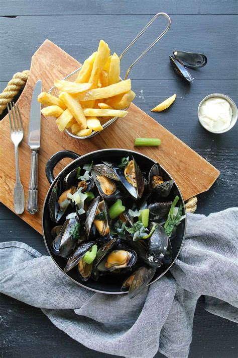 moules marinieres  frites traditionnelles belges